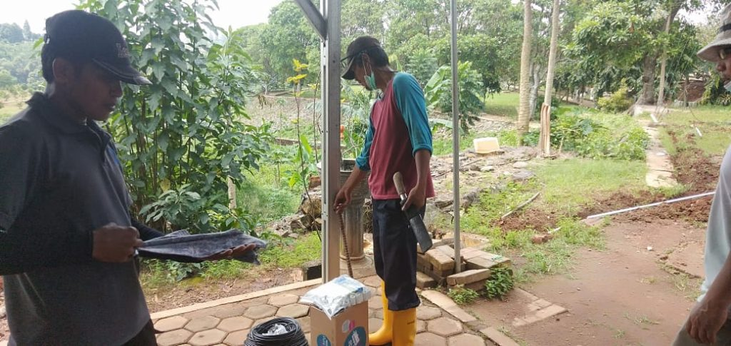 Proses Pemasangan Instalasi Sound System Lapangan Tembak Satlas Brimob Cikeas